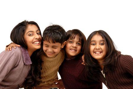 ninos indios: Retrato de alegre hermano y hermanas