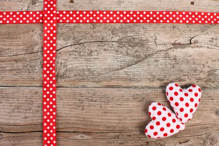 lunares rojos: Cinta con lunares rojos y el coraz�n