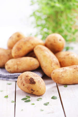 alimentation: Raw potatoes with dirty clod
