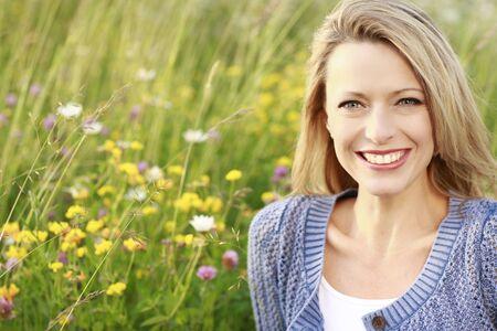 Happy woman in a flower field Stockfoto