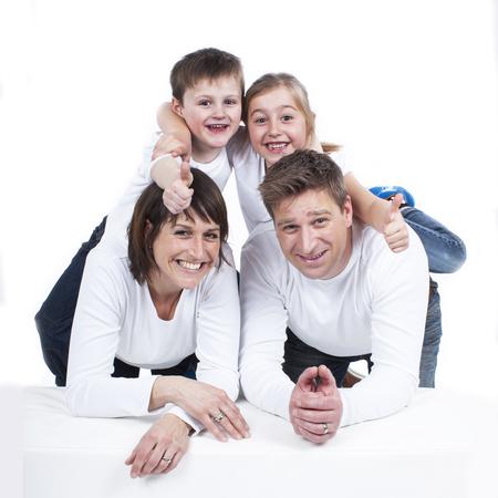 分離した 2 人の子供と幸せな家庭 写真素材
