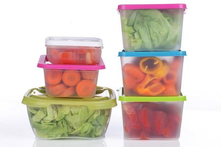 tiendas de comida: Diferentes cajas platic para el almacenamiento de verduras