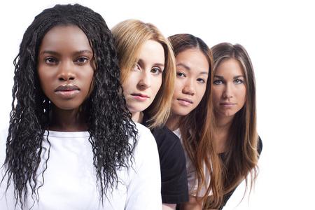 fila de personas: Cuatro mujer con diferentes derivaci�n aislado