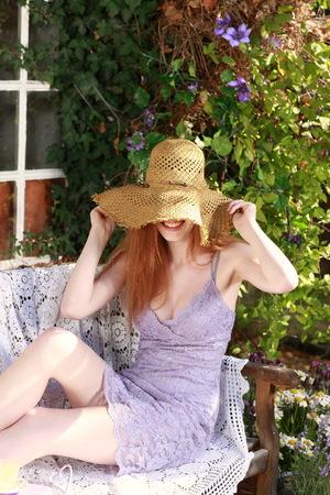 vestidos de epoca: Attractive red haired woman relaxing in garden in summer