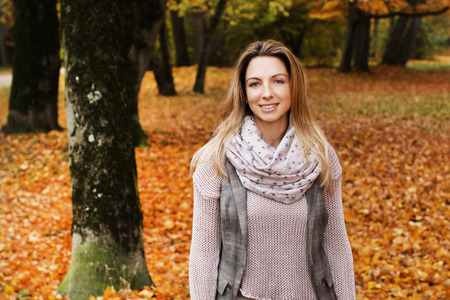 Woman enjoys leisure time in autumn Reklamní fotografie