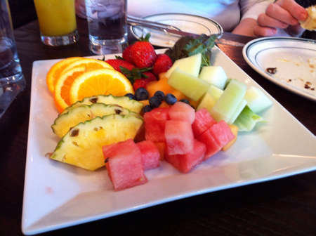 pices: Plate of healthy fruit