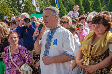 Dnepropetrovsk, Ukraine - September 13, 2014: Dnepropetrovsk Mayor Ivan Kulichenko congratulates residents on the occasion of City Day 報道画像