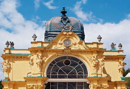 architectonic: Architectonische detail van spazuilengalerij