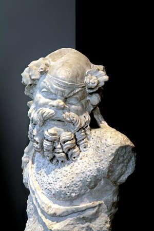 escultura romana: Escultura romana del dios Sileno s�tiro Foto de archivo