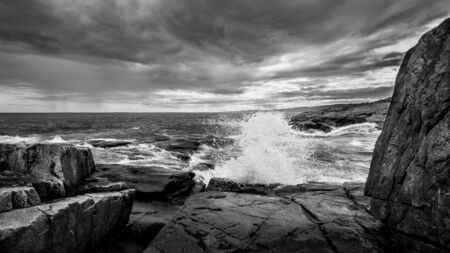 A Crashing Wave at Schoodic Point in Maine 版權商用圖片