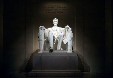Die Renovation Memorial bei Nacht, beleuchtete, Vorderansicht