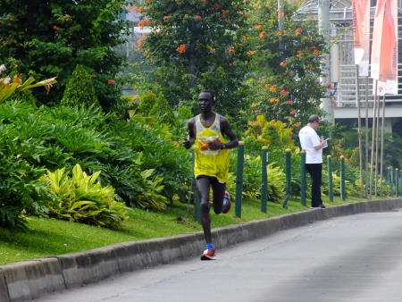 ルーク: ジャカルタ ジャカルタ マラソンで 2013 年 10 月 27 日ルーク ・ キベト ケニア ランナー