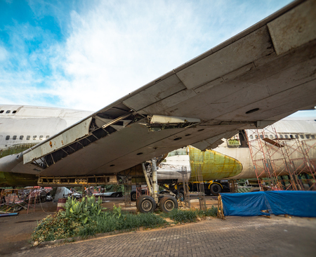 Wing of Salvage Aircraft. Airplane Being Remove of Its Metal Part for Resale in Boneyard. Archivio Fotografico