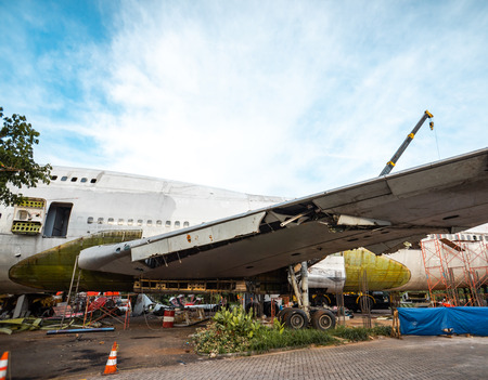 Old Big Aircraft or Plane Being Scrapped and Taken Apart To Its Metal Part. Airplane Being Disassemble in Junk Yard. Archivio Fotografico
