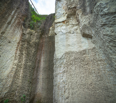 Stone Cliff. Hard Surface Rock Looking Up To Its Crest From The Bottom of The Cliff. Reaching Higher Goal That Bigger Than Ourself in Front of Obstacle. 版權商用圖片