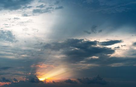 Sun Beam Through Dark Cloud Light Up The Sky During Sunset. Ray of Light of The Sun at Dawn Standard-Bild - 122193391