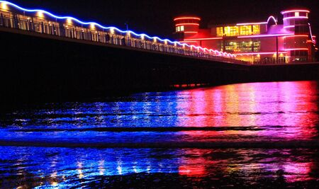 birnbeck: La vivace Grand Pier Weston-super-Mare di notte