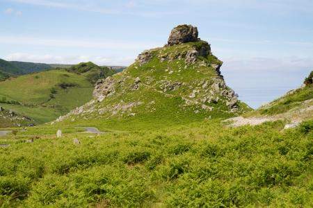 castle rock: Castle Rock en el Valle de Rocas Devon Lynton Foto de archivo