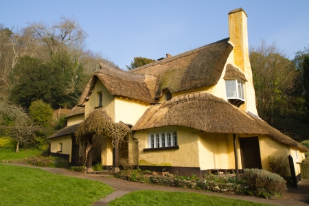 county somerset: Thatched cottage in an English village