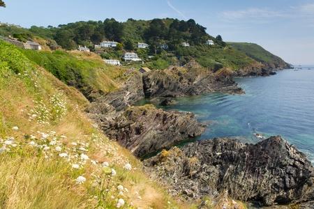 south west coast path: Vista dal South West Coast sentiero vicino Polperro villaggio di pescatori della Cornovaglia in Inghilterra
