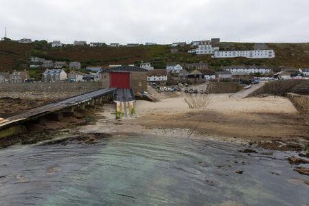 south west coast path: Porto Sennen Cove Cornwall England UK vicino Lands End sulla South West Coast Path