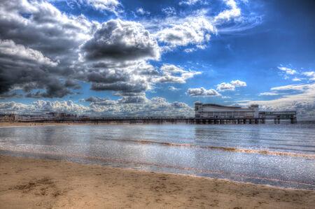 birnbeck: Weston-super-Mare Grand Pier e la spiaggia di Somerset Inghilterra Regno Unito in HDR Editoriali