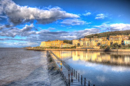 birnbeck: Lago Marine a Weston-super-Mare, Somerset in Inghilterra su una mattina di sole nel colorato HDR