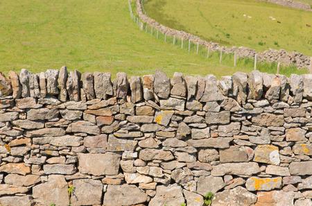 pared de piedra pared de piedra seca tradicional construccin de la pennsula de gower gales