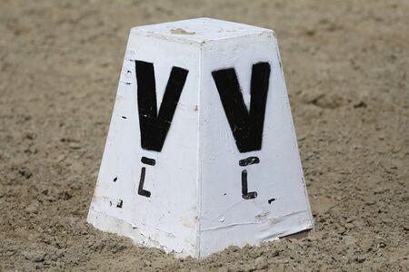 Alphabetische Dressurbriefpost für einen Dressurplatz Standard-Bild
