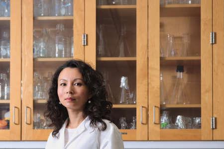 Asian donna scienziato in laboratorio Archivio Fotografico - 37493000