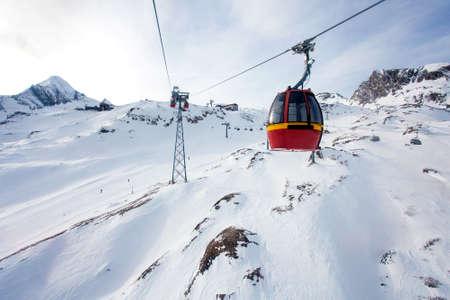 kitzsteinhorn: Cable car going to Kitzsteinhorn peak, Kaprun, Austria