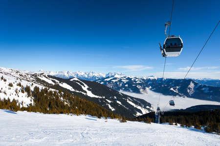 kitzsteinhorn: Cable car going to Schmitten ski resort in Zell Am See, Austria