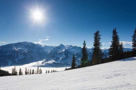 ski slopes: invernale con piste da sci di Kaprun resort vicino al picco kitzsteinhorn in Alpi austriache Archivio Fotografico