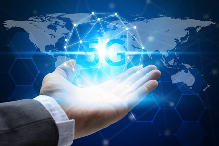 hand holding network using 5G technology with virtual screen, Technology Internet 5G global network concept. Standard-Bild