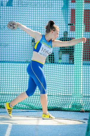 lanzamiento de disco: Harkusha Daria de Ucrania durante la competición de lanzamiento de disco en el Campeonato de Europa de atletismo de jóvenes en el estadio de atletismo, Tbilisi, Georgia, 14 de Julio el año 2016