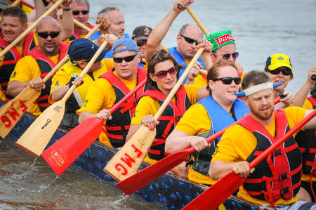 bateau de course: September 12, 2015 – Red river in Winnipeg, MB, Canada – Team building activity during rowing dragon boat race