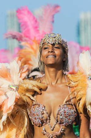 TORONTO, ON, Canada - 04 AUGUSTUS: Masqueraders nemen deel aan de Toronto Caribbean Carnival Grand Parade op Exhibition Place Redactioneel