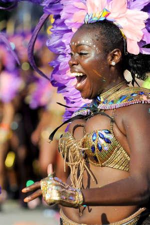 TORONTO, ON, Canada - 04 AUGUSTUS: Masqueraders nemen deel aan de Toronto Caribbean Carnival Grand Parade op Exhibition Place