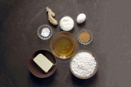 Do it yourself ginger biscuits. Step by step recipe Step 1 ingredients. Flour. sugar, butter, egg, ginger, cinnamon, baking soda, honey. Cooking ginger biscuits. Christmas atmosphere. Instructions. Imagens