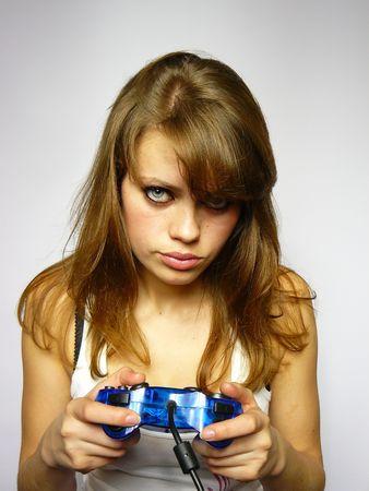 jeune fille nice joue le jeu vid�o Banque d'images