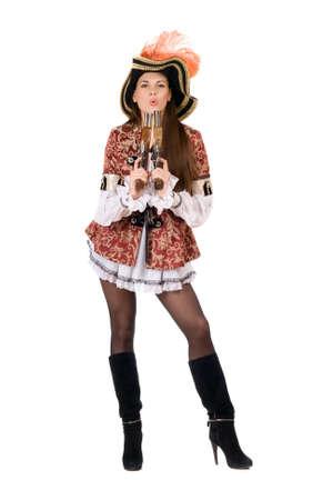 mujer pirata: Joven y bella mujer con armas de fuego disfrazados de piratas