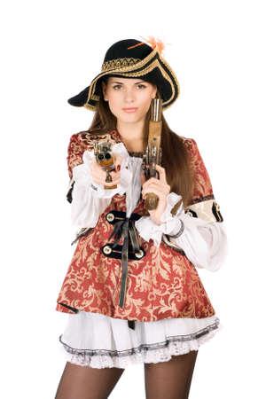 mujer pirata: Joven mujer bonita con armas de fuego disfrazados de piratas