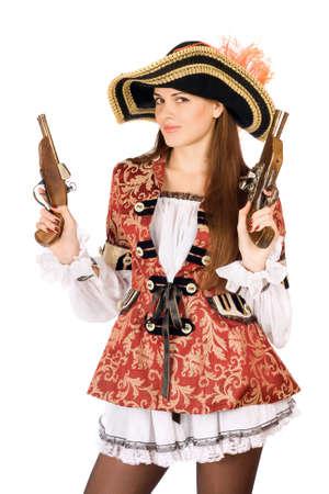 mujer pirata: Mujer atractiva joven con armas de fuego disfrazados de piratas