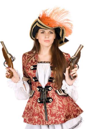 mujer pirata: Hermosa mujer joven con armas de fuego disfrazados de piratas