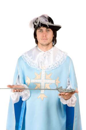 mosquetero: Retrato de hombre joven con una espada vestido de mosquetero Foto de archivo
