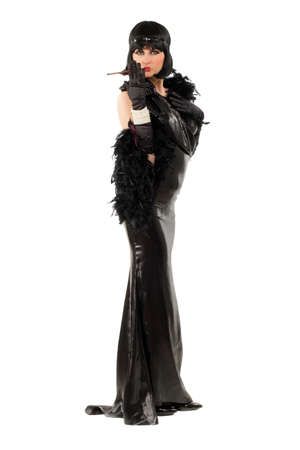 tenedores: Morena joven con una boquilla vestido de estilo retro