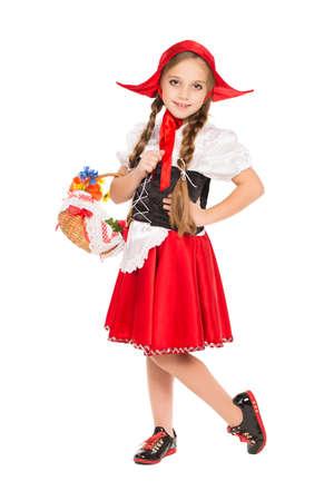 Dziewczyna ubrana jak Czerwony Kapturek z koszem. Samodzielnie na białym tle Zdjęcie Seryjne
