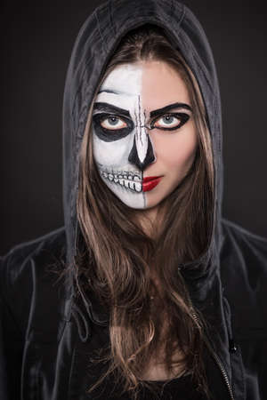 Caras Pintadas Para Halloween Mostramos Cmo Hacer Para Maquillarse - Cara-pintada-para-halloween
