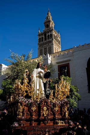fraternidad: Hermandad de la redenci�n, la Semana Santa en Sevilla, El beso de Judas