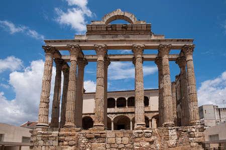Roman temple: templo romano de Diana en la ciudad de Mérida, España Foto de archivo